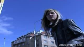 Il écume Prague pour trouver une étudiante