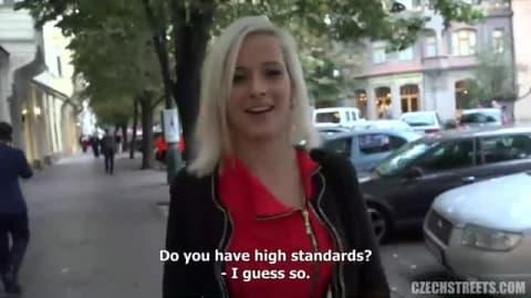 Cette fille experte en masturbation