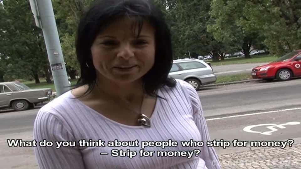 Elle vous paye pour la baiser.
