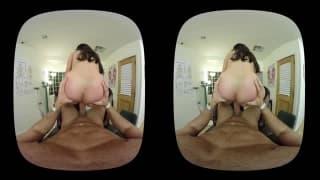 Nikki Benz infirmière 3D très coquine