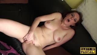 Ce gars aime regarder sa nana se masturber