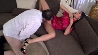 Belle asiatique qui se fait baiser et sodomiser