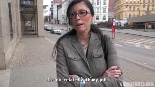 Une Tchèque se fait prendre contre de l'argent