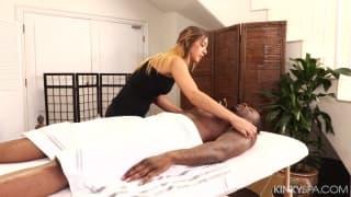 Un massage qui fini par aller très loin ! EN HD