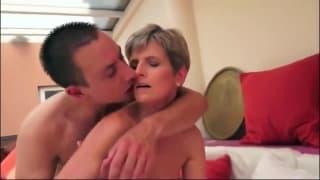 Elle baise encore bien cette femme mature !