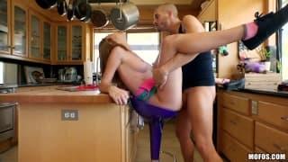 Une grosse baisse en cuine en couple