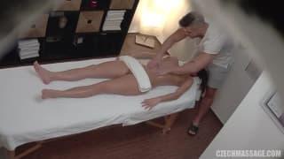 un massage qui se termine en séance de sexe