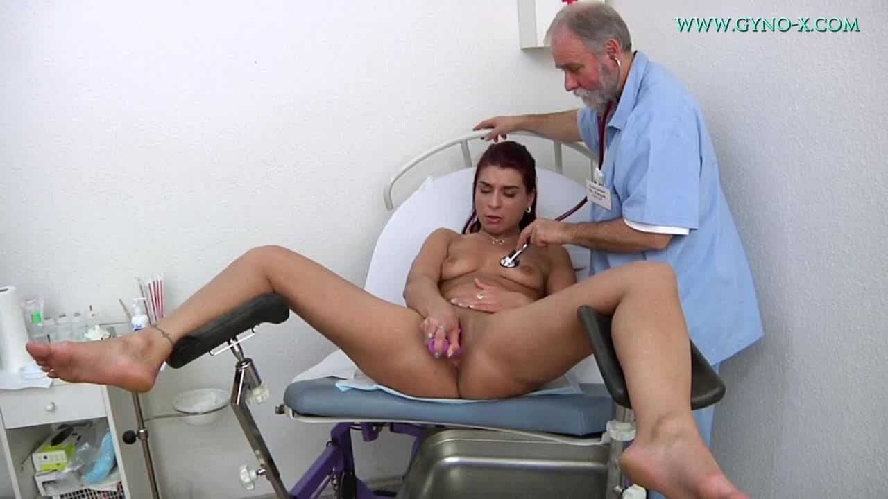 filles très sexy gynécologue pervers