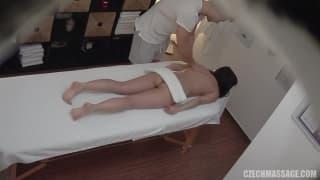 Un vrai massage comme on aime et elle aussi