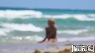 Une bonne pipe en rentrant de la plage