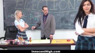 2 étudiantes pour 1 professeur qui va etre sucé