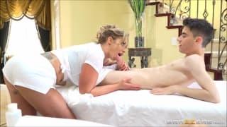 Eva Notty aime masser de jeunes couples !!!