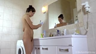 Angelica L et sa vulve poilue à voir sur TuKif