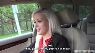 Une tchèque blonde va céder à ses demandes