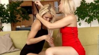 Deux lesbiennes s'envoient en l'air