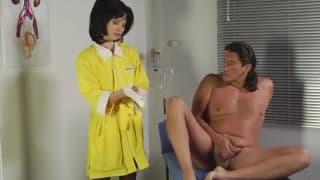 Dévouée pour un examen de la prostate