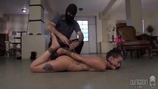 Un BDSM pour cette petite brune sexy