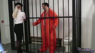 Un prisonnier surpris en pleine branlette