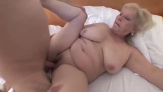Vielle blonde et grosse se fait ken à l'hotel