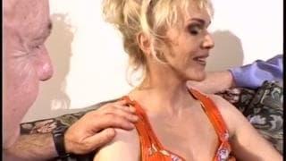 Casting d'une milf blonde à la chette poilue