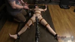 Une femme s'offre pour une experience BDSM