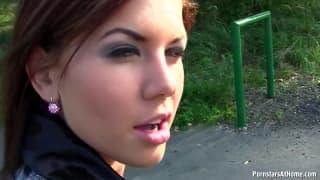 femme enceinte se masturbe baise dans un parc