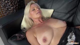 Clarisa, une blonde milf plein de sensualité