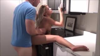 Il offre une seconde chance à sa blonde