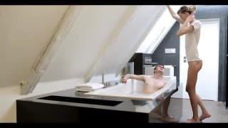 Une bonne petite baise dans la baignoire