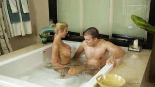 Alexis alterne massage et baise pour ce mec