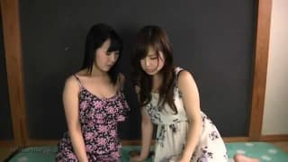 Deux lesbiennes japonaise se lèchent l'anus