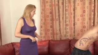 Un militaire et une blondasse avec sa mère