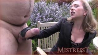 Un énorme pénis pour Mistress T Oklm !!!