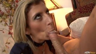 Sara Jay MILF coquine à gros seins