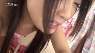 Une asiatique qui gémis beaucoup dans un porn