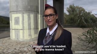 Hotesse de l'air Tchèque qui se fait payer