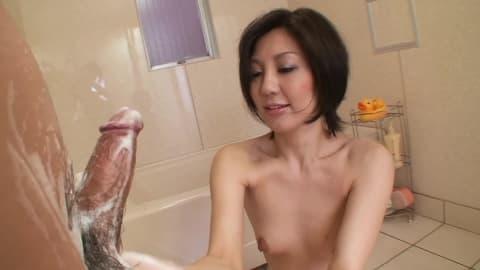 Masturbation asiatique et baise ensuite