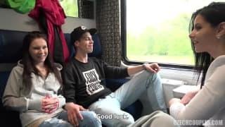 Alex Black, un mâle et un couple dans un train