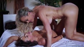 Des lesbiennes mega bonnes vont baiser !