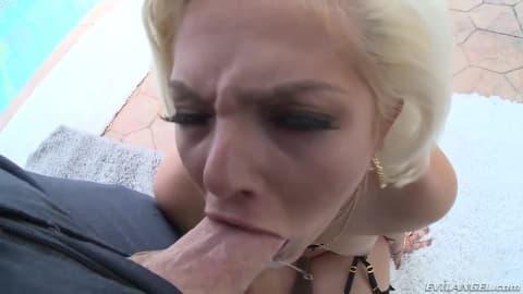 Une belle destruction anal pour cette blonde