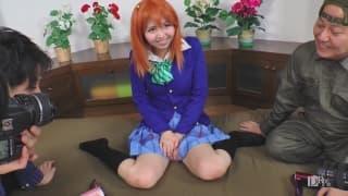 Japonaise rousse au milieu d'une partouze sale