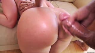 Le cul énorme et parfait de Kelly Divine