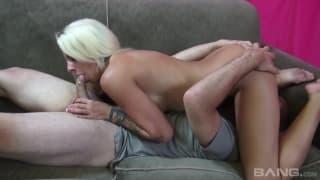 Blonde avec gros seins et petit cul bien baisée