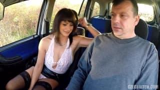 Fake taxi sur une aire d'autoroute avec baise