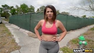 Une belle femme avec un bon gros cul