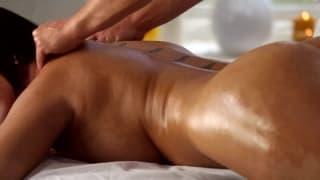 Une bonne brune pour un massage sur Tukif