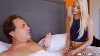 Une jeune s'invite dans le lit de beau papa