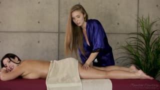 Elle succombe au massage de la gérante du Spa