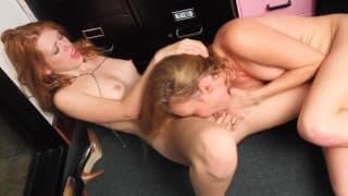 Lesbiennes en furie se gougnotent en duo !