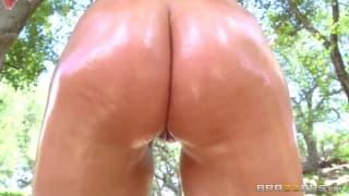 Une compilation de plusieurs pornos.